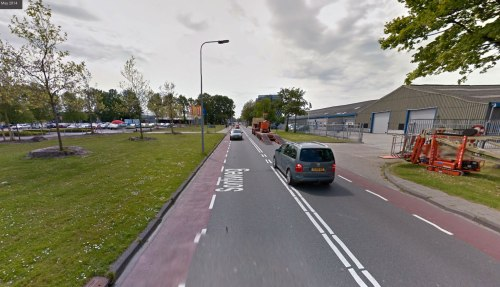 Sontweg in Groningen in 2014. Only unprotected cycle lanes, despite acres of space available.